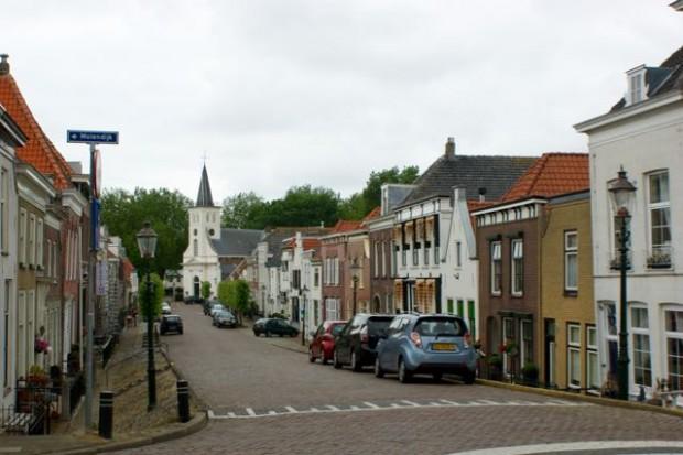 De voorstraat in Ooltgensplaat