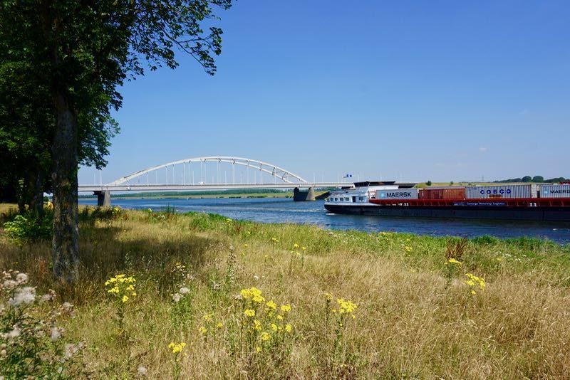 De Tholensebrug over het RijnScheldekanaal