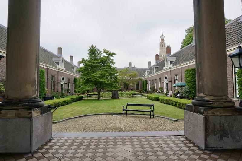 Het Teylershofje in Haarlem