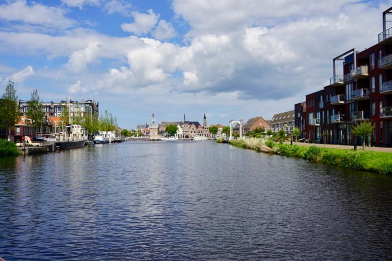 Over het Noordhollandsch Kanaal naar de binnenstad van Alkmaar