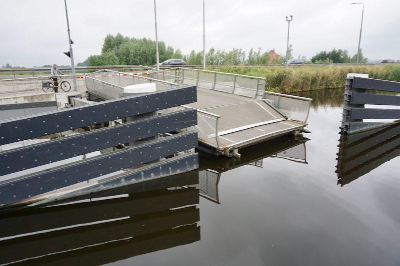Een vlotbrug in het Noord Hollands Kanaal