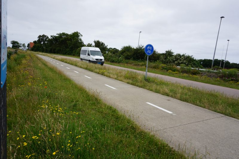 De Texelhopper komt aan bij de halte Akerbuurt op Texel
