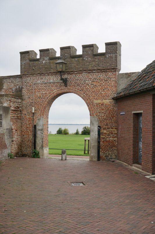 Poortje in de stadsmuur van Harderwijk