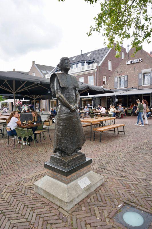 De klederdracht is in Bunschoten-Spakenburg nog niet verdwenen