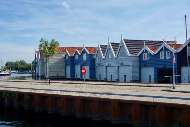 Boothuizen in het nautisch kwartier van Huizen
