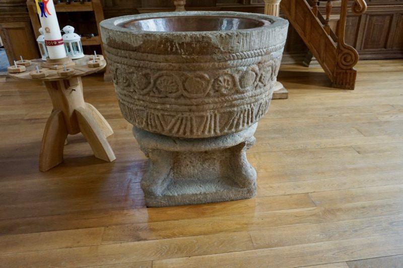 Zandsteen doopvont uit de 13e eeuw in de Grote-of Andreaskerk te Hasselt