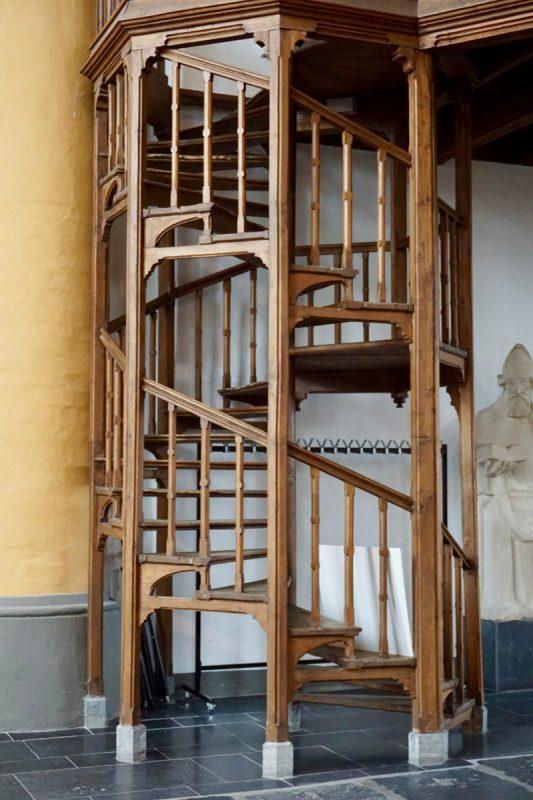 De trap naar het orgel in de Buitenkerk van Kampen