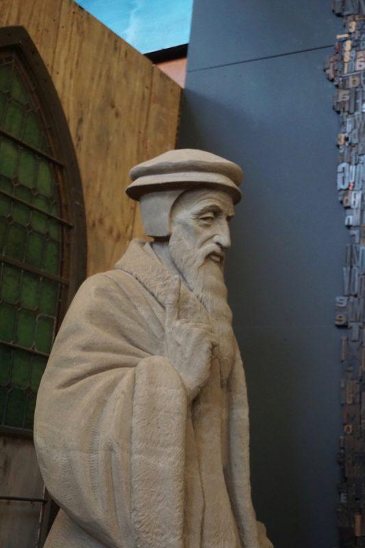 Zandsculptuur van Johannes Calvijn