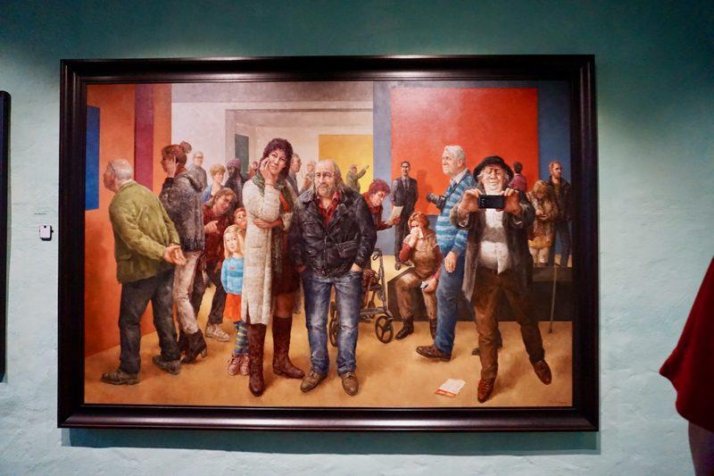 Groot schilderij van Marius van Dokkum gemaakt voor de opening van het museum